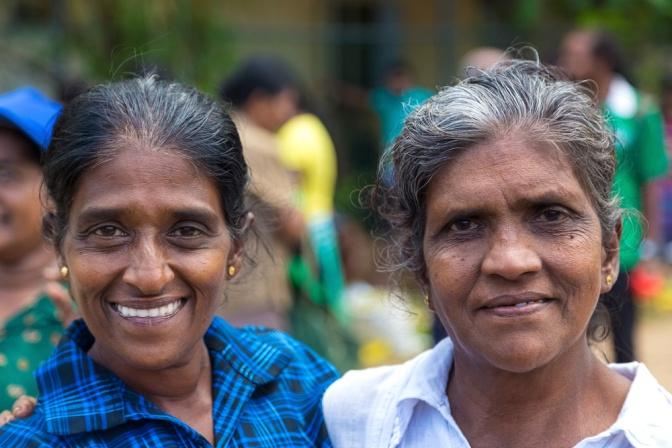 Zwei weise Frauen in Asien