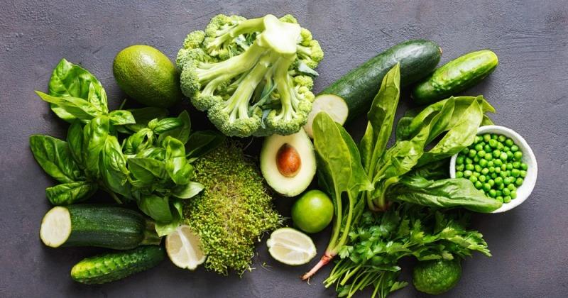 Grünes Gemüse für Ernährung bei Akne