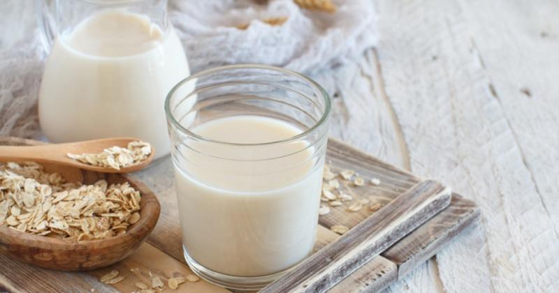 Hafermilch als Alternative bei Ernährung gegen Akne