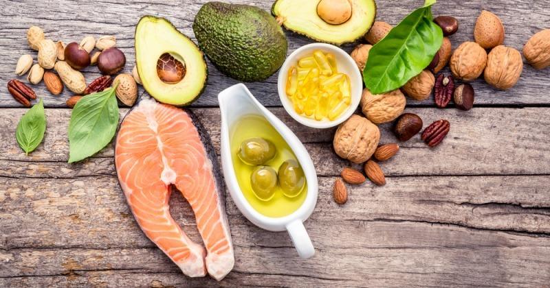 Lebensmittel mit Omega-3-Fettsäuren als Ernährung bei Akne