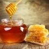 In einem Glas ist Honig