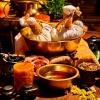 Viele Zutaten für eine Ayurveda Behandlung liegen nebeneinander