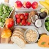Ballaststoffreiche Lebensmittel auf einem Tisch