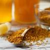 Bienenprodukte wie Honig und Propolis