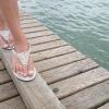 Eine Frau hat gepflegte Füße