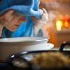 Inhalieren zählt zu den beliebtesten Hausmitteln bei Erkältung.