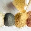 farbiges Pulver zum Make-up selber machen wird ausgeschütttet