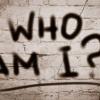 Auf einem Bild steht Who I am