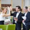 Eine Gruppe nach einem Motivationstraining für Mitarbeiter