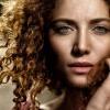 Frau ohne vorzeitige Hautalterung