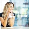 Eine Frau trinkt Tee
