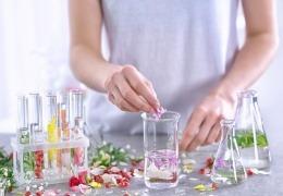 Vorschaubild für Parfum selbst gemacht - mein individueller Duft von der Kosmetikmacherei